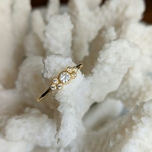 Jewelry - Gold ring with diamonds